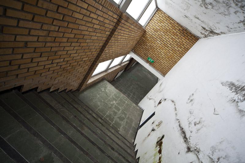saner_l_hallway_stair