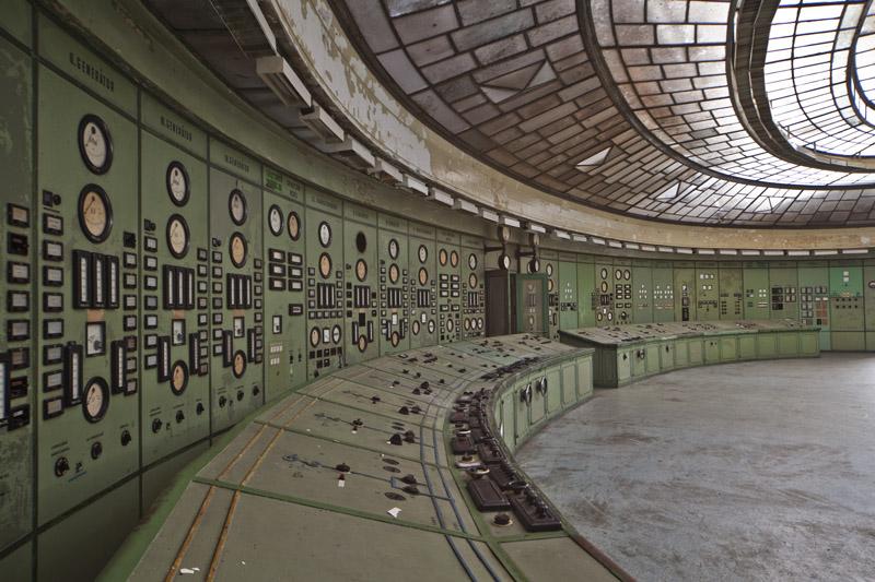 powerplant_controlroom_instruments