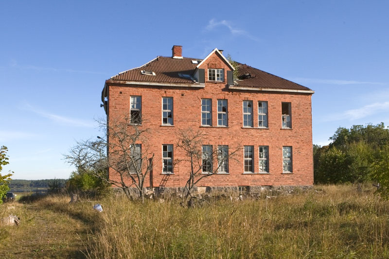 The old school exterior 2