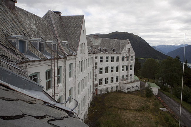the Overlook Sanatorium (NO)