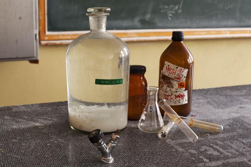 saner_l_classroom _flasks