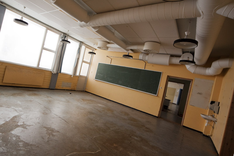 saner_l_classroom _tilted