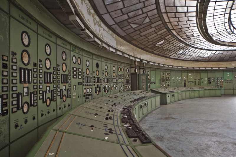 powerplant_controlroom_instruments