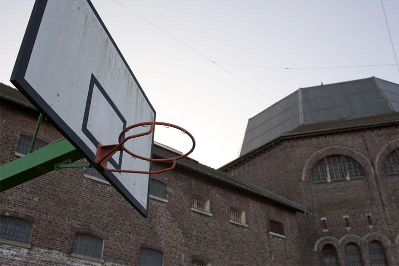 Prison H15 - Exterior basket 1