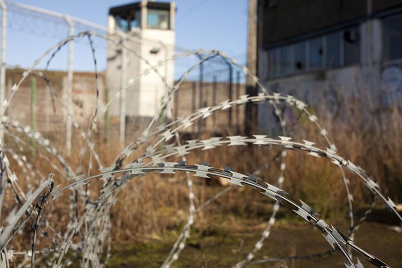 Prison H15 - Exterior razor