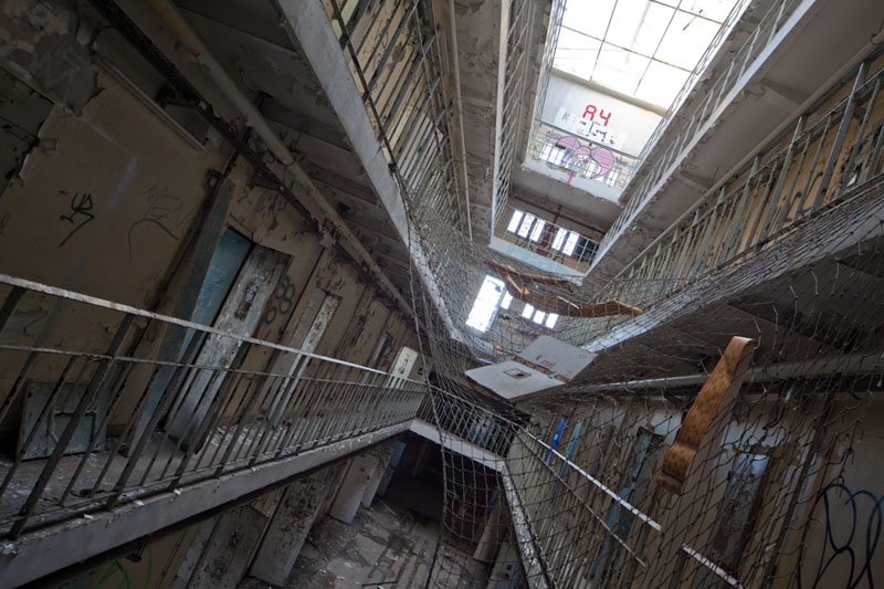 Prison H15 - Net tilted